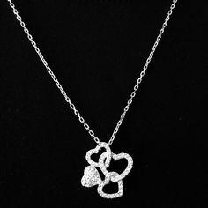 Swarovsky glistening heart necklace✨✨ 100% authentic and never been worn. Stunning heart necklace, glistens true to Swarovski style. A beautiful keepsake! Swarovski Jewelry Necklaces