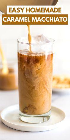 Iced Caramel Macchiato Iced Caramel Latte Recipe, Iced Caramel Coffee, Iced Caramel Macchiato Recipe, Homemade Iced Coffee, Frappe Recipe, Latte Macchiato, Coffee Drink Recipes, Coffee Drinks, Dessert Recipes