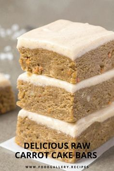 These healthy No Bake Carrot Cake Breakfast Bars are packed with protein and a well-rounded meal to kickstart your day! Thick, chewy and with a fudgy texture, these breakfast bars are naturally gluten Raw Carrot Cakes, Carrot Cake Bars, Easy Cake Recipes, Vegan Recipes, Dessert Recipes, Paleo Vegan, Vegetarian, Primal Recipes, Bar Recipes