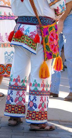 Traje típico Huichol. Los huicholes habitan en el oeste central de México, en la…