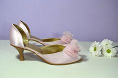 Růžové lodičky s otevřenou špičkou - model Misha satén light pink a zdobení kytkou. svatební obuv, společenksá obuv, spoločenské topánky, topánky pre družičky, svadobné topánky, svadobná obuv, obuv na mieru, topánky podľa vlastného návrhu, pohodlné svatební boty, svatební lodičky, svatební boty se zdobením,topánky pre nevestu