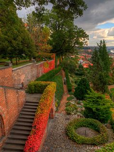 these are the gardens of #Prague Castle. This has been the home of the Kings of Bohemia, Holy Roman Emperors, & Presidents of Czechoslovakia and the Czech Republic. The history of this building dates back to the 9th century. The Czech Crown Jewels are kept here and is the biggest castle in the world! This place looks awesome :)