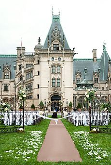 Asheville Southern Wedding Inspiration | Wedding ceremony at Biltmore Estate  Asheville, North Carolina