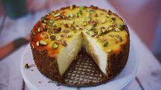 Tudtátok, hogy a világ egyik legfinomabb és legvagányabb tortáját szinte gyerekjáték összedobni? Nézzétek meg a videót, és próbáljátok ki ti is ezt a receptet!Hozzávalók:1 csésze finomra aprított pisztácia18 db zabpelyhes keksz8 dkg olvasztott vaj3 ek…