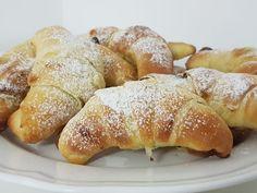 Dinkelkipferl aus Buttermilchgermteig mit Nuss Nougatcreme Butter, Hot Dog Buns, Hot Dogs, Bakery, Pretzel Bites, Bread, Food, Biscuits, Milk