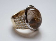 Bague Troïka or blanc & jaune quartz rutilé & diamants 1 Quartz Rutile, Jewelry Rings, Jewellery, Gemstone Rings, Jewels, Gemstones, Bracelets, White Gold, Ring