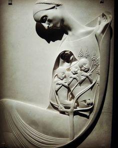 Adolfo Wildt, Maria dà alla luce i pargoli cristiani Italian Sculptors, Contemporary Sculpture, Sculpture Art, Renaissance, Evolution, Thailand, 3d, Antique, Ideas