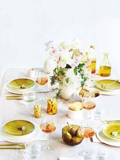 Wir zeigen einen Tisch dreimal anders. Und servieren die neuen Geschirrserien, Gläser und Accessoires die wir jetzt unbedingt haben müssen!