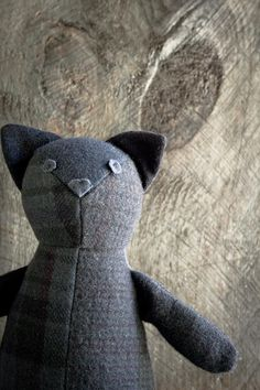The Purl Bee shares a free pattern for making this adorable cat softie. The kitty softie is made from a mix of felted wool scraps that have been overdyed to match. The wool felt is a good choice … Doll Patterns Free, Plushie Patterns, Animal Sewing Patterns, Sewing Stuffed Animals, Stuffed Animal Cat, Stuffed Animal Patterns, Sewing Toys, Sewing Crafts, Free Sewing