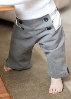 Oliver and S Sailboat pants by skirtastop. Super cute, I was a bit scarred of this pattern, but now I think I must try it! I have the perfect fabric combo in mind. Pants Tutorial, Baby Skirt, Diy Vetement, Cute Pants, Baby Bundles, Little Boy Fashion, Skirt Pants, Baby Sewing, Pinwheels