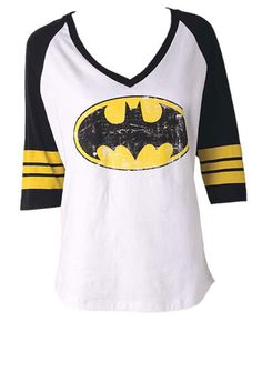 Batman baseball v-neck tee. Looks so comfy and AWESOME. Batman Shirt, I Am Batman, Batman Stuff, Batman Converse, Cute Shirts, Cool Tees, Raglan T-shirt, Cool Outfits, Fashion Outfits