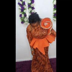 African Fashion Designers, African Print Fashion, Fashion Prints, Cos, Blessing, Diy Clothes, Fashion Dresses, Ruffle Blouse, Women