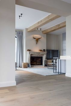 Eiken parket in prachtige villa regio Zoersel Fireplace Beam, Salons Cosy, Floor Colors, Interior Decorating, Interior Design, Great Rooms, My Dream Home, Interior Inspiration, Beautiful Homes