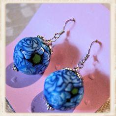 Kukkapallot korvakorut, sininen  - Polymerclay by KVJ