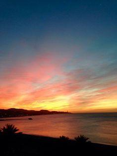 Para Adán, el paraíso era donde estaba Eva. La #RevoluciondelAmor buenos días Pimpis. Fotografía de Jesús Segado #Malaga
