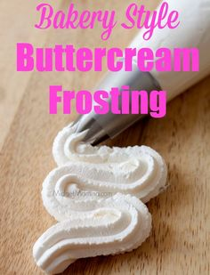 19 Amazing Cupcake Frosting Recipes That will TOTALLY Change Your Cupcakes! These amazing cupcake frosting recipes will make your cupcakes AMAZING! Cupcake Frosting Recipes, Homemade Buttercream Frosting, Cupcake Cakes, Buttercream Bakery, Crisco Frosting, Chocolate Frosting, Crusting Buttercream Recipe No Shortening, Frosting Tips, Bakery Style Buttercream Frosting Recipe