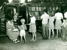Librarian Katherine Case and Pack Library Bookmobile | 25 Vintage Photos of Librarians Being Awesome