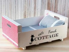 10 Homemade Cat Beds Too Cute to Resist.for my grandbaby's kitten.too cute