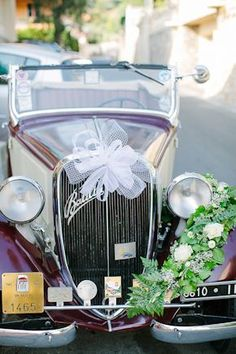 vintage wedding car. image by: lesamisphoto.com