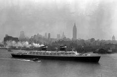July 1952, SS United States downstream Hudson River 16SHIP-slide-YMJT-superJumbo.jpg (2000×1334)