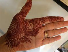 Simple Henna Tattoo, Mehndi Tattoo, Henna Tattoo Designs, Mehandi Designs, Henna Mehndi, Henna Art, Mehendi, Easy Henna, Finger Henna