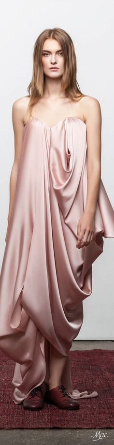 LUXURY Connoisseur || Kallistos Stelios Karalis || +Folloω me....!!!!!Lara Khoury Spring/Summer 2017 High Fashion Dresses, Pink Fashion, Fashion Beauty, Fashion Show, Fashion Design, 2016 Fashion Trends, Before Midnight, The Blushed Nudes, Dress Skirt