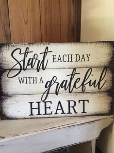 Start each day with a grateful heart pallet wood sign – DIY Holz – Wood Craft