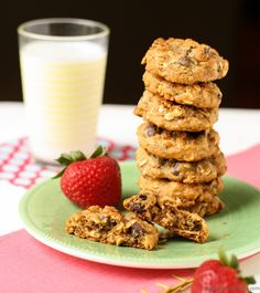 Filled with protein and still tastes delicious! This Oatmeal Breakfast Cookie recipe is the answer to your breakfast woes! Oatmeal Breakfast Cookies, Breakfast Cookie Recipe, What's For Breakfast, Breakfast Dishes, Cookie Recipes, Breakfast Recipes, Brunch Recipes, Dessert Recipes, Desserts