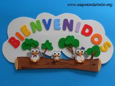 www.unpocodetodo.org - Cartel bienvenidos de buhos - Carteles - Goma eva Diy And Crafts, Crafts For Kids, Arts And Crafts, Home Daycare, School Decorations, Felt Patterns, School Pictures, Classroom Decor, Projects To Try