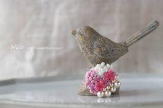 2016.2.27  お花とパールのミニブローチ  ちっちゃい展にお持ちします  #crochetflowers #crochet #crochetaccessories #handmade #handmadeaccessories  #レース編み #レース編みアクセサリー #ハンドメイド #ハンドメイドアクセサリー #手仕事 #ブローチ #eoskissx7 #ちっちゃい展 by miecrochet