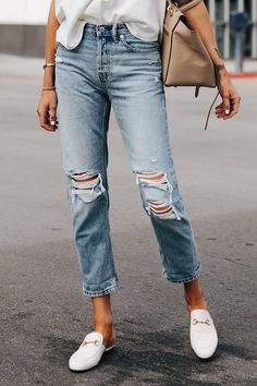 Casual Fall Outfits That Will Make You Look Cool – Fashion, Home decorating Ripped Knee Jeans, Ripped Jeggings, Black Skinnies, Black Pants, Boyfriend Jeans Outfit, Mom Jeans, Gucci Princetown, Jeans Outfit Summer, Weekend Outfit