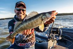 Summer walleyes are easy to catch if you know the tricks of the trade. Learn from the Pros how to catch more walleyes with their go-to techniques. Walleye Fishing Tips, Pike Fishing, Carp Fishing, Best Fishing, Trout Fishing, Kayak Fishing, Fishing Rods, Fishing Tackle, Master Angler