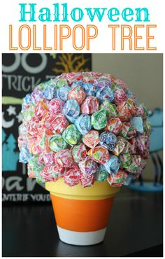 A Halloween lollipop tree is a cute seasonal decoration for your home as well as a fun way to pass out candy on Halloween to trick or treaters! Diy Halloween Treats, Halloween Activities For Kids, Holiday Crafts For Kids, Halloween Table, Halloween Boo, Halloween Candy, Halloween Crafts, Kids Crafts, Halloween Decorations