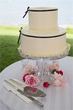 Black and white and so elegant!  Just a small cake so you can still do the cake cutting :)