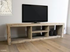 Organize your media room and upgrade television stand with this solid wood entertainment center designs Tv Furniture, Solid Wood Furniture, Pallet Furniture, Furniture Projects, Home Projects, Living Room Tv, Living Room Colors, Living Room Kitchen, Tv Diy