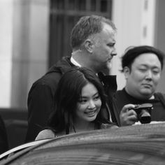 BLACKPINK Jennie attended CHANEL Show at Paris Fashion Week on Tueday, October She was sitting at the front row next to Cardi B and Anna Wintour South Korean Girls, Korean Girl Groups, Jennie Kim Blackpink, Black Pink Kpop, Blackpink Photos, K Idol, Blackpink Jisoo, Swagg, Aesthetic Girl