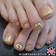 Gold and Clear Toenail Polish Acrylic Gel Nails - Summer Fall Nail Designs - Cute Fingernail Art Ideas Pretty Toe Nails, Cute Toe Nails, Gorgeous Nails, My Nails, Gold Toe Nails, Gold Nail, French Toe Nails, Pretty Pedicures, Silver Nail