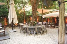 Cihangir'de bir İtalyan bahçesi! Istanbul, Table Decorations, Garden, Furniture, Home Decor, Homemade Home Decor, Garten, Home Furnishings, Lawn And Garden