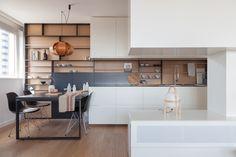 Limpia, pule y da esplendor. El blanco en la cocina, además, da más sensación de espacio y es tendencia (¿acaso alguna vez dejó de serlo?), aunque tiene algunas combinaciones y formatos más efectivos.