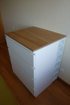After I came across those two hacks (1, 2), I decided that I had to build my own baby changing table for my daughter.