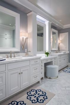 Traditional Coastal Home with Classic White Kitchen - Home Bunch – Interior Design Ideas Classic White Kitchen, House Bathroom, Bathroom Furniture, Bathroom Remodel Master, Master Bathroom Vanity, Bathroom, Luxury Interior Design, Bathroom Design, Bathroom Decor
