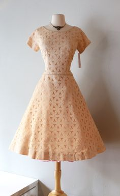 Vintage 1950's Blush Lace Cocktail Party Dress ~ Vintage 50s Pinwheel Lace Dress With Full Skirt By Leslie Fay by xtabayvintage on Etsy