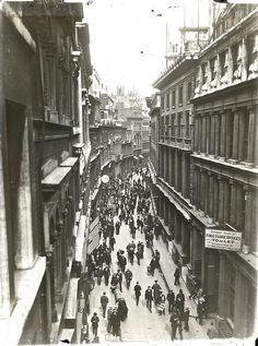 Throgmorton Street in the City of London 1900's.