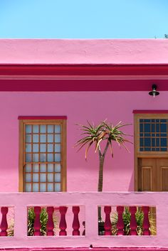 """During our stay in Cape Town, Evert and I off course had to pay a visit to the neighborhood """"Bo Kaap"""", famous for its bright & colorful houses. A couple of days earlier, we had our first attempt but when we got out of the car, somehow we didn't feel safe so we decided to …"""