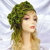 When hats make a statement. This one of felt, and a gorgeous shade of GREEN! Funky Hats, Crazy Hats, Cute Hats, Headdress, Headpiece, Wig Hat, Love Hat, Felt Hat, Hat Making