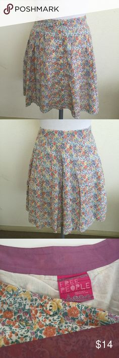 """Free People Floral Buttondown Cotton Skirt, size 6 Free People Floral Cotton Buttondown lined skirt in size 6. Measures 16"""" and made from 100% cotton.  Please ask if you have any questions. Free People Skirts Mini"""