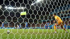 RECIFE, BRAZIL - JUNE 29: Bryan Ruiz of Costa Rica scores his team's first goal past Orestis Karnezis of Greece during the 2014 FIFA World Cup Brazil Round of 16 match between Costa Rica and Greece at Arena Pernambuco on June 29, 2014 in Recife, Brazil. (Photo by Ian Walton/Getty Images)  2014 FIFA World Cup Brazil™: Costa Rica-Greece - Photos - FIFA.com