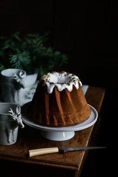 Bundt cake of walnut oil Fun Baking Recipes, Sweet Recipes, Real Food Recipes, Cake Recipes, Holiday Desserts, Holiday Baking, Mounds Cake, Pavlova Cake, Flourless Cake
