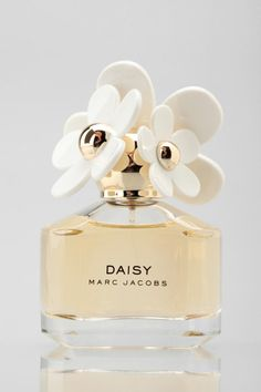 Marc Jacobs Daisy Perfume. My perfume smells like sex in a felid of daisies. So I pinned it.❤