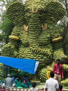 Post with 87520 views. Statue of Lord Ganesha in India made out of bananas Shri Ganesh, Lord Ganesha, Lord Shiva, Ganesh Statue, Hanuman, Om Gam Ganapataye Namaha, Cs6 Photoshop, Cool Pictures, Nature